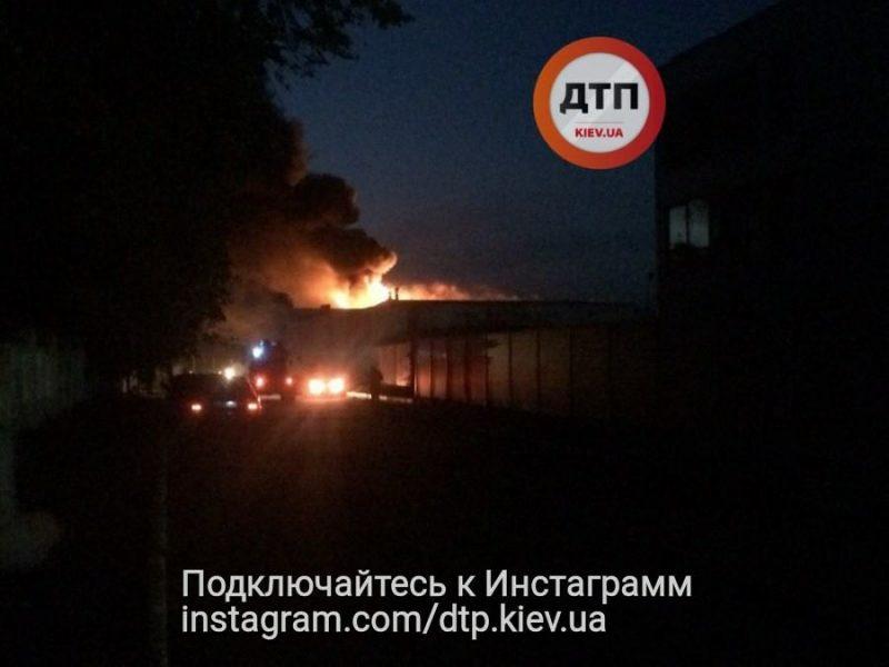 В Белой Церкви – пожар на фармацевтическом заводе «Биофарма»: людей просят закрыть окна
