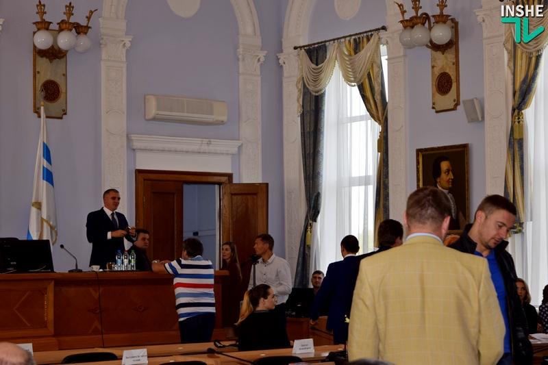 Народные избранники Николаевского горсовета собрались насессию, чтобы решить вопрос Варваровского моста (трансляция)