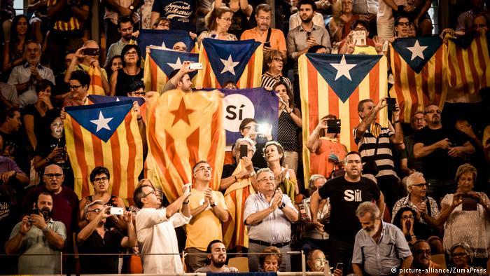 Мадрид меняет полицию в Каталонии. Конфликт может возникнуть еще до референдума. Что это значит для Европы и мира