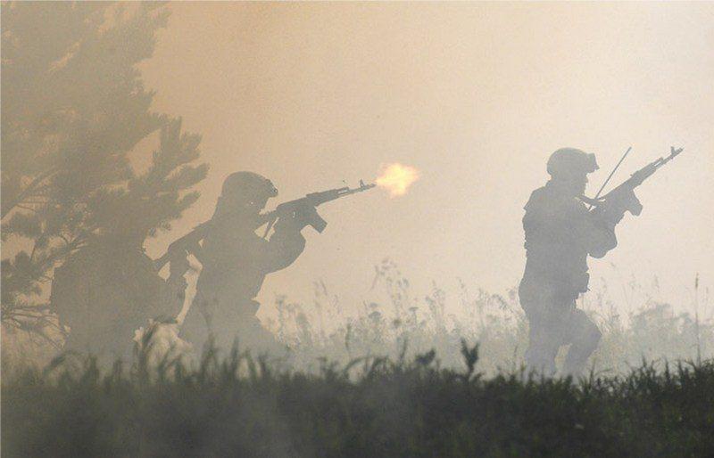 В РФ солдат расстрелял троих сослуживцев и сбежал с оружием