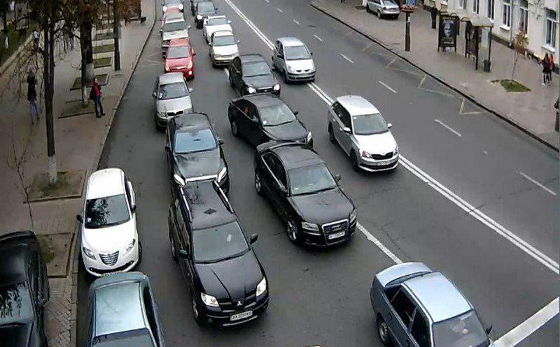 Разгрузить центр от машин. Минрегион хочет внедрить в городах парковки-перехватчики