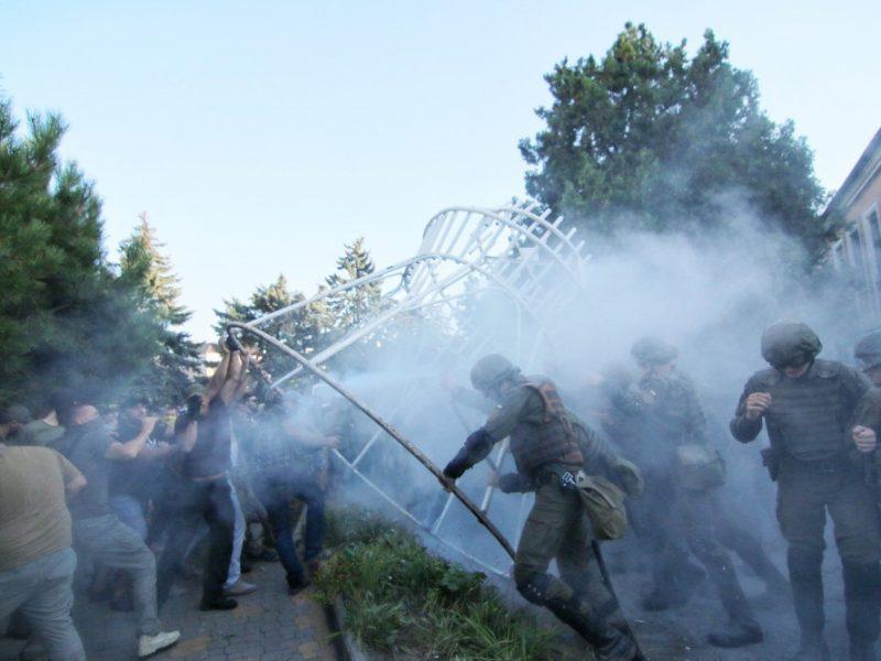 Стычки в Черноморске. Суд выпустил обвиняемых по делу 2 мая в Одессе. Полиция применила газ