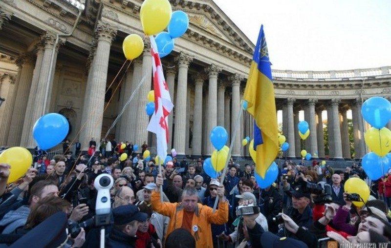 В Санкт-Петербурге несколько сотен человек вышли на несанкционированную акцию против войны с Украиной