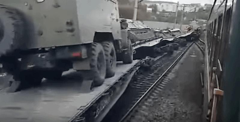 В России военный эшелон сошел с рельсов