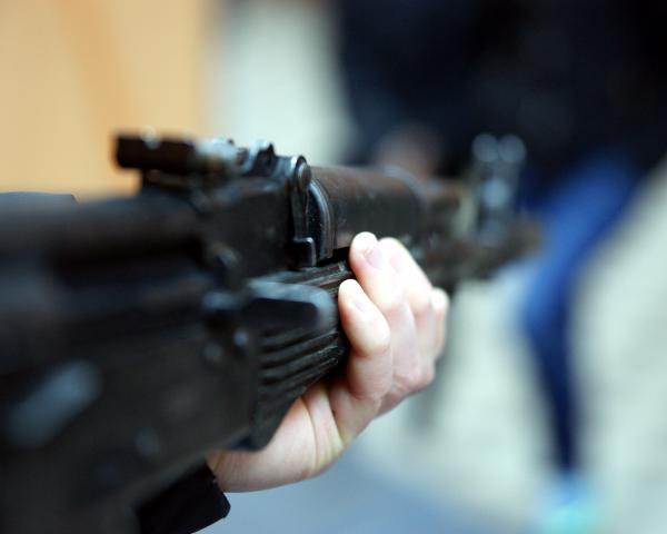 «Опасался за свою жизнь»: в Николаеве мужчина после ссоры со случайной собутыльницей побежал домой за пневматической винтовкой