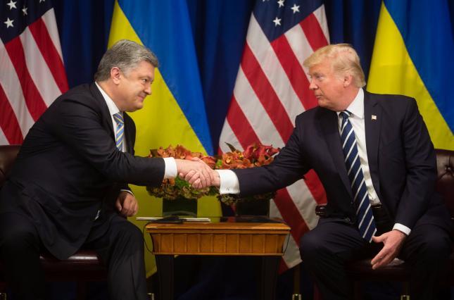 Порошенко попросил Трампа лично передать Путину сообщение
