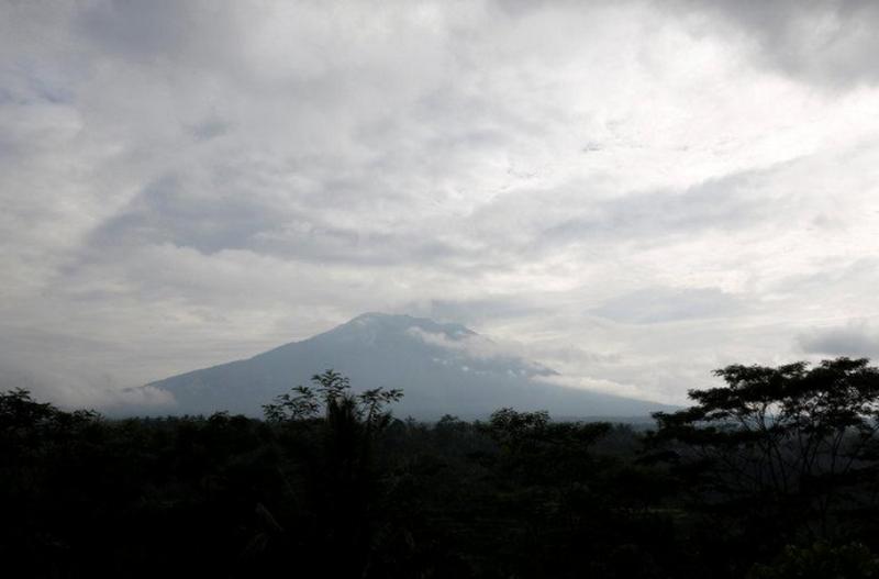 С острова Бали из-за вулкана эвакуировали около 35 тысяч человек