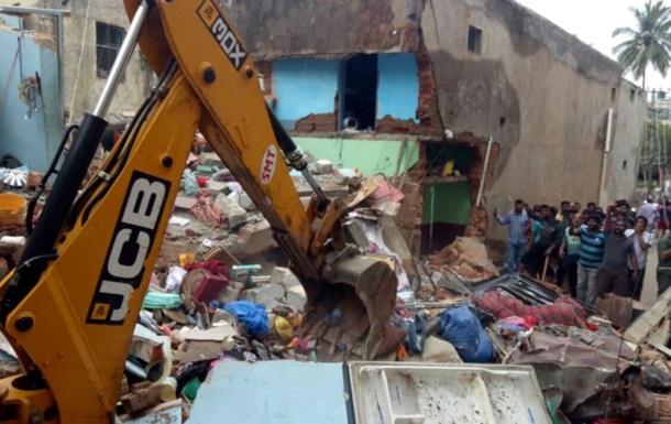 В Индии рухнуло здание – есть погибшие, под завалами могут быть еще люди