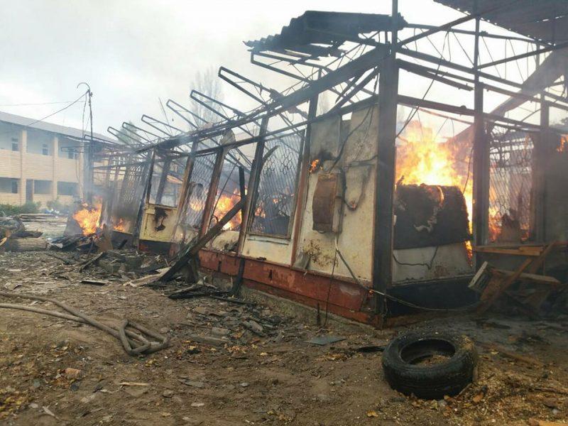 Пылало жарко: в Коблево сгорела хозпостройка с мебелью одной из баз отдыха