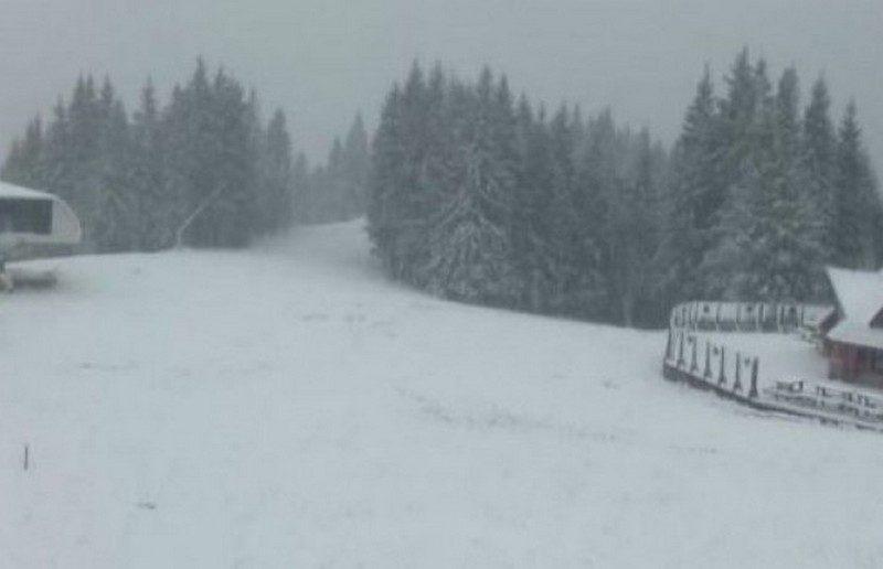 Карпаты засыпает снегом. А завтра дождь со снегом ждут не только на западе, а и в части центральных областей Украины