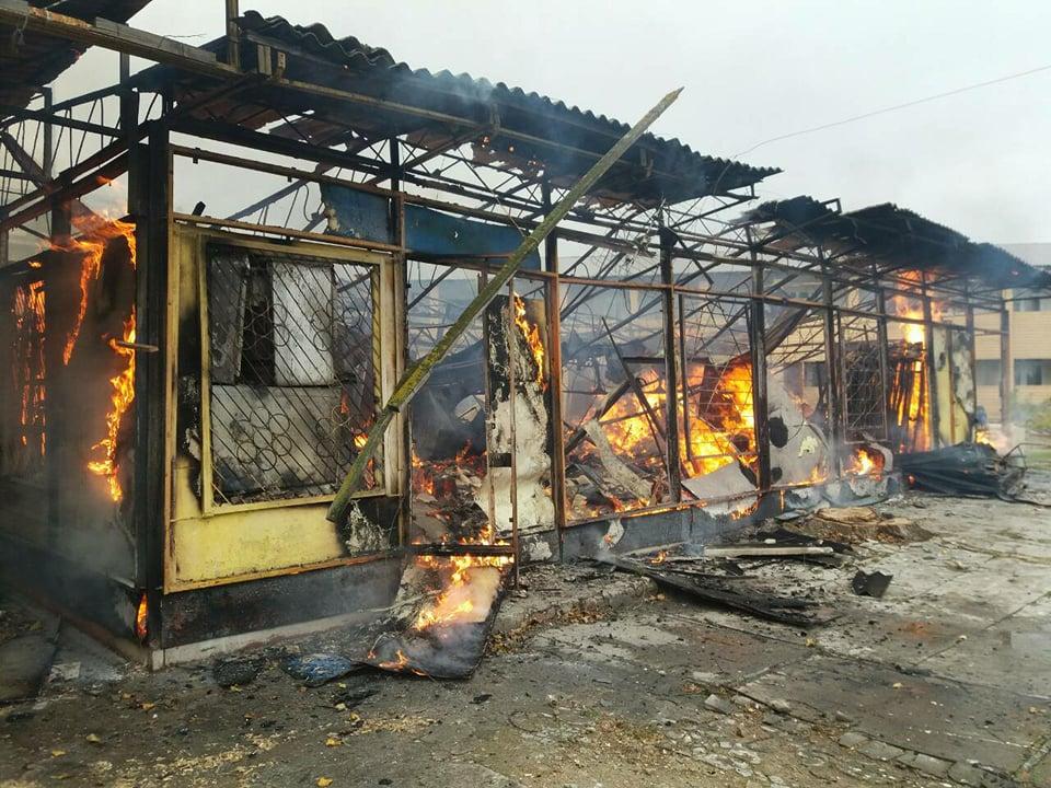 Пылало жарко: в Коблево сгорела хозпостройка с мебелью одной из баз отдыха 3