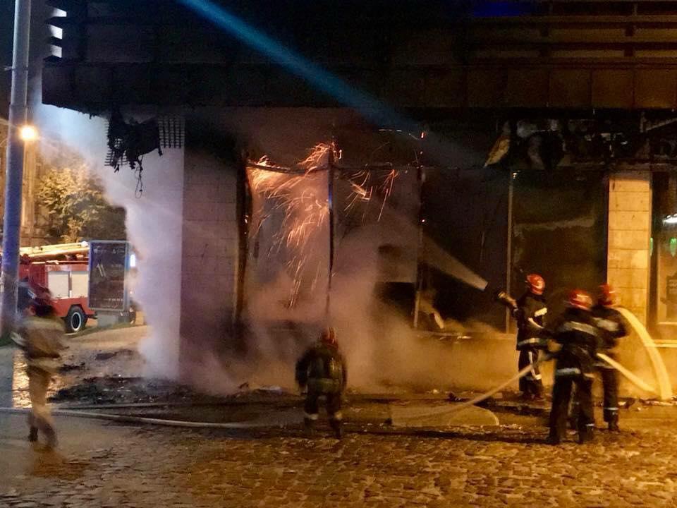 Ночью воЛьвове сожгли прежний кабинет «Сбербанка»