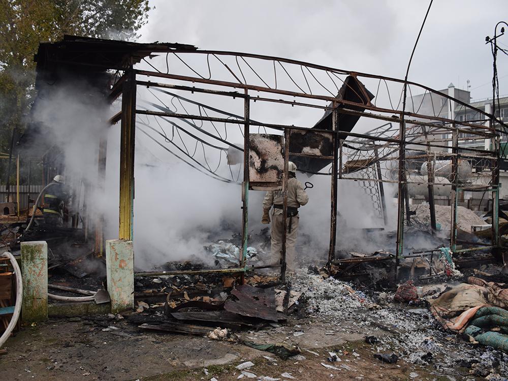 Пылало жарко: в Коблево сгорела хозпостройка с мебелью одной из баз отдыха 7