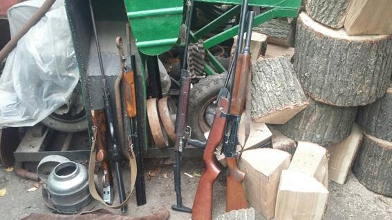 Круговорот оружия на Николаевщине: в Доманевском районе нашли «подаренные» гранаты, в Первомайском – незарегистрированные ружья