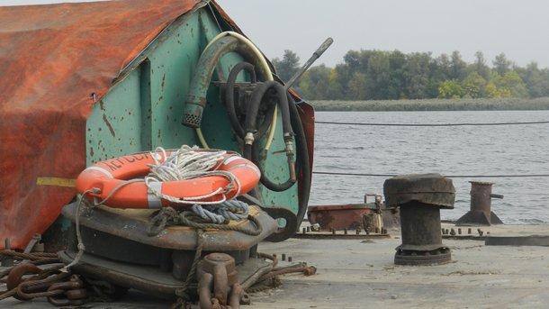 В Херсоне на Днепре перевернулась груженая лодка – один утонул