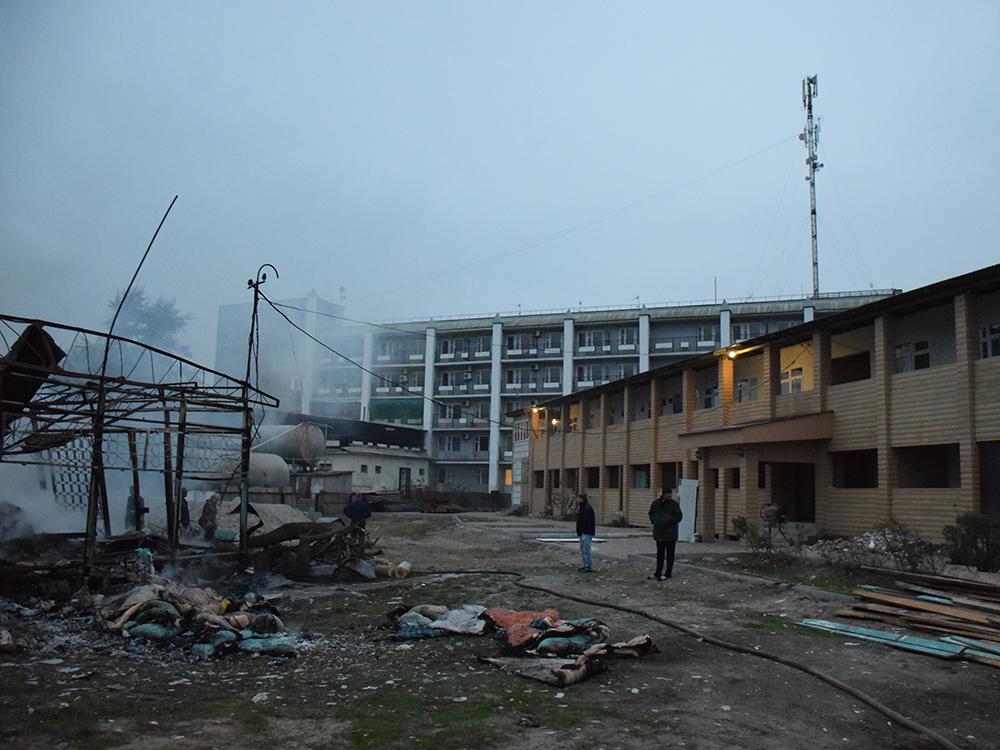 Пылало жарко: в Коблево сгорела хозпостройка с мебелью одной из баз отдыха 13