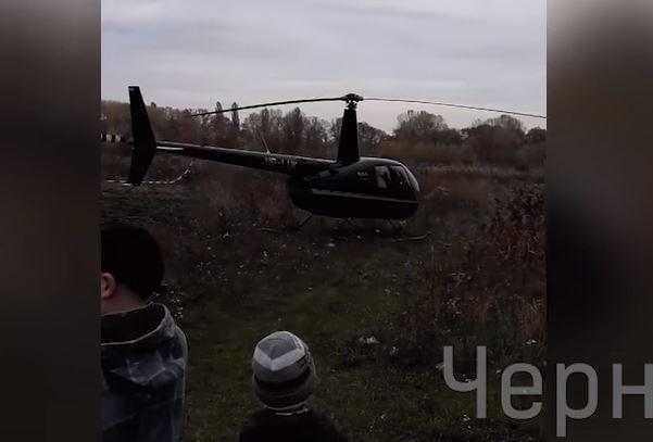 Не дождался троллейбуса. В Чернигове пассажира забрал вертолет, приземлившийся рядом с остановкой