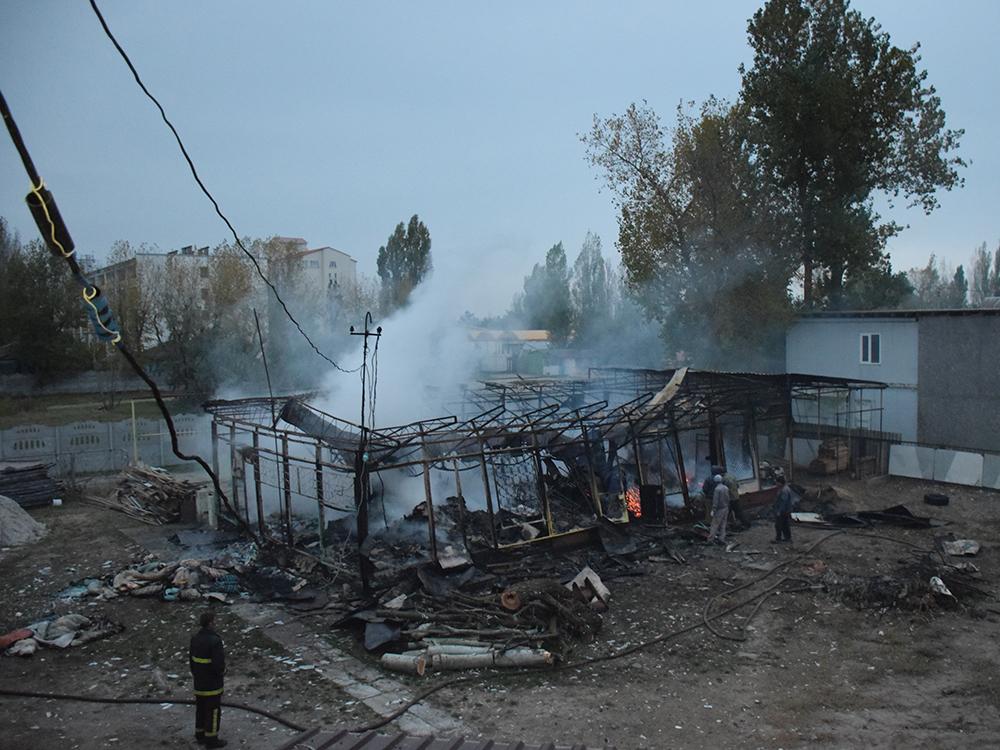 Пылало жарко: в Коблево сгорела хозпостройка с мебелью одной из баз отдыха 15