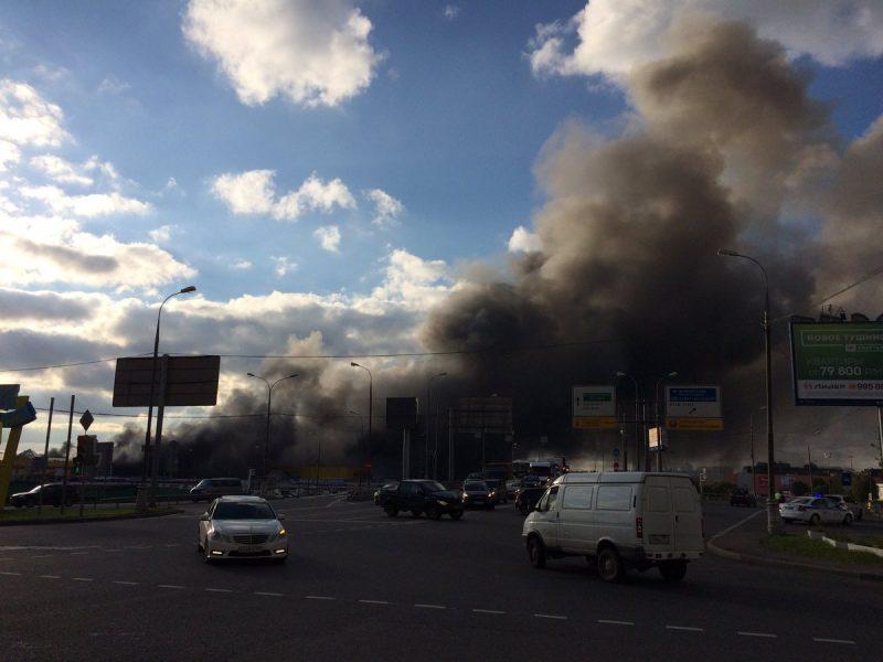 Большой пожар. В Москве горит торговый центр
