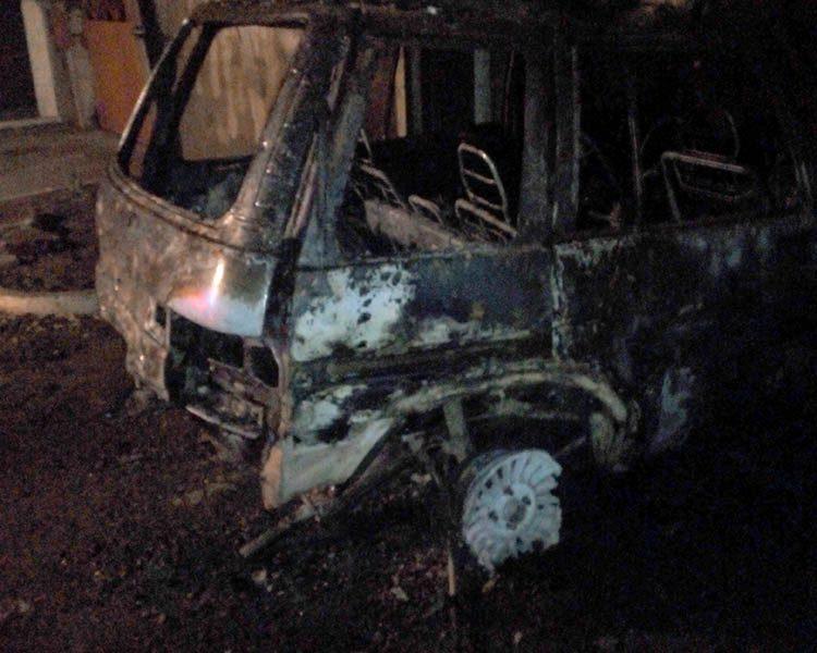 В Первомайском районе пожар в гараже уничтожил автомобиль