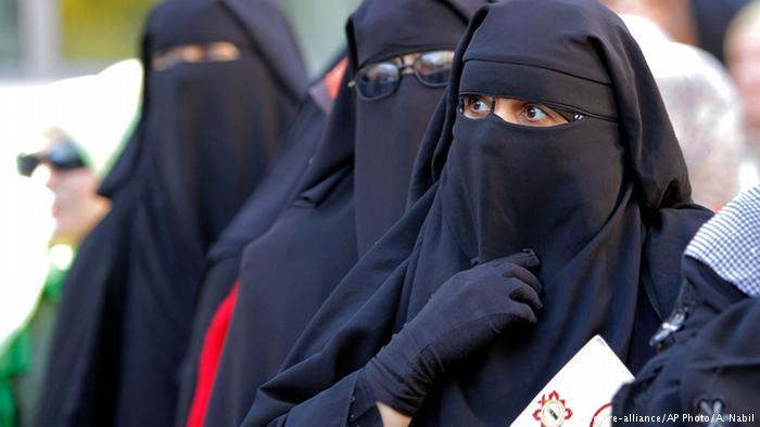 В Швейцарии на референдуме утвердили запрет скрывать лицо в общественных местах