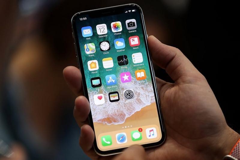 Apple сократит вдвое производство iPhone X из-за низких продаж