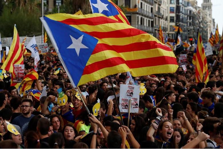 Каталонский парламент объявил независимость от Испании