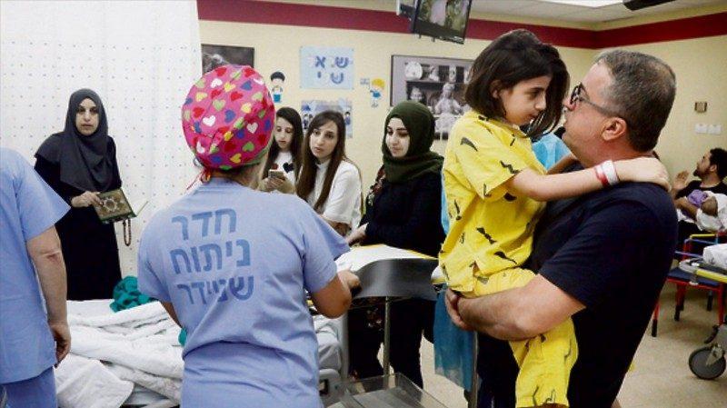 В Израиле врачи провели уникальную операцию с полным отделением головы  9-летней девочки
