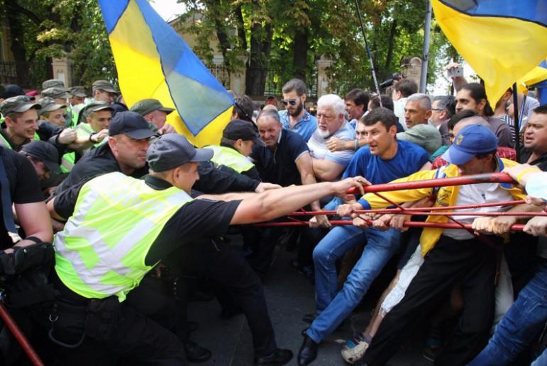 Кто, как и зачем собирает в Киеве третий майдан