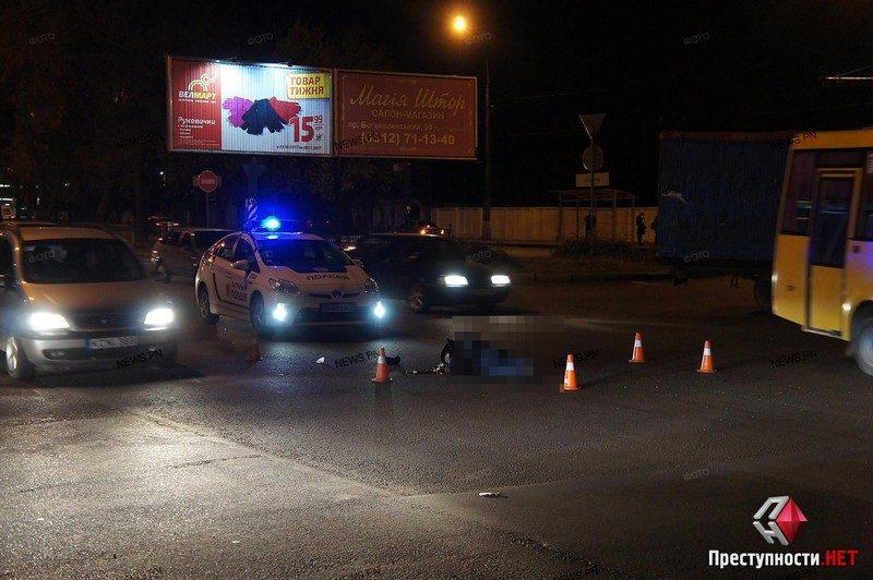 В Николаеве под колесами маршрутного такси погиб пешеход