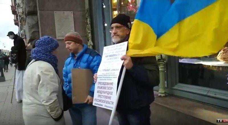 В поддержку крымских татар и против репрессий в оккупированном Крыму: в российском Санкт-Петербурге прошли одиночные пикеты