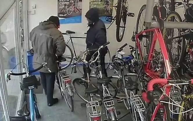 За двумя велосипедами. Странное ограбление веломагазина