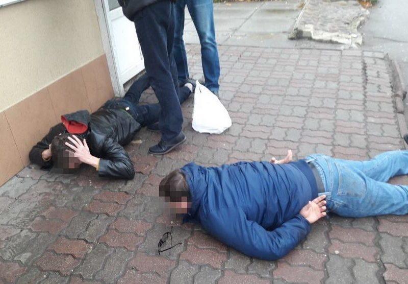 Хакеров, которые выкрали из государственных украинских банков более 10 млн.грн., взяли в столице. А вместе с ними аппаратуру, часть денег и оружие