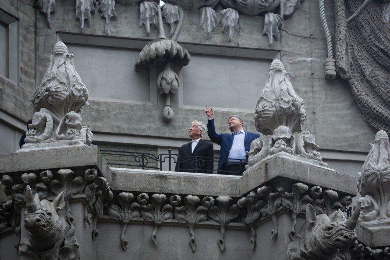 Президент Порошенко предложил Дэвиду Линчу снять кино о войне в Донбассе