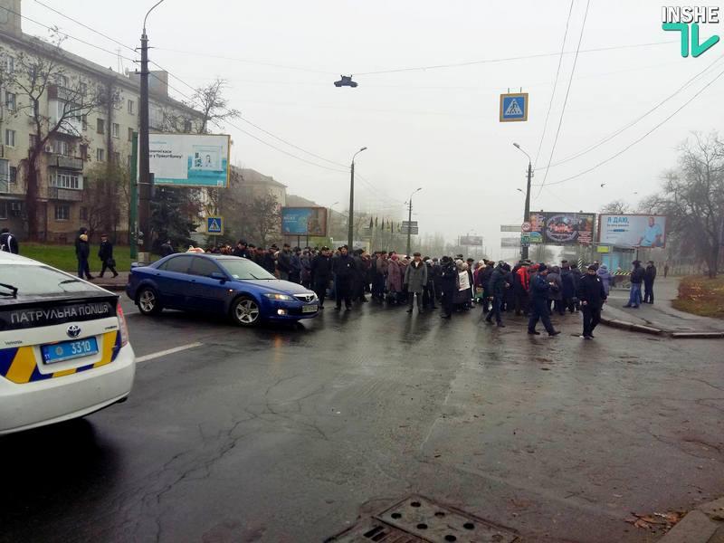 """""""Блокирование – преступление"""", – изо всех представителей местной власти в Николаеве на блокаду моста заводчанами отозвался только заммэра Мкртчян"""