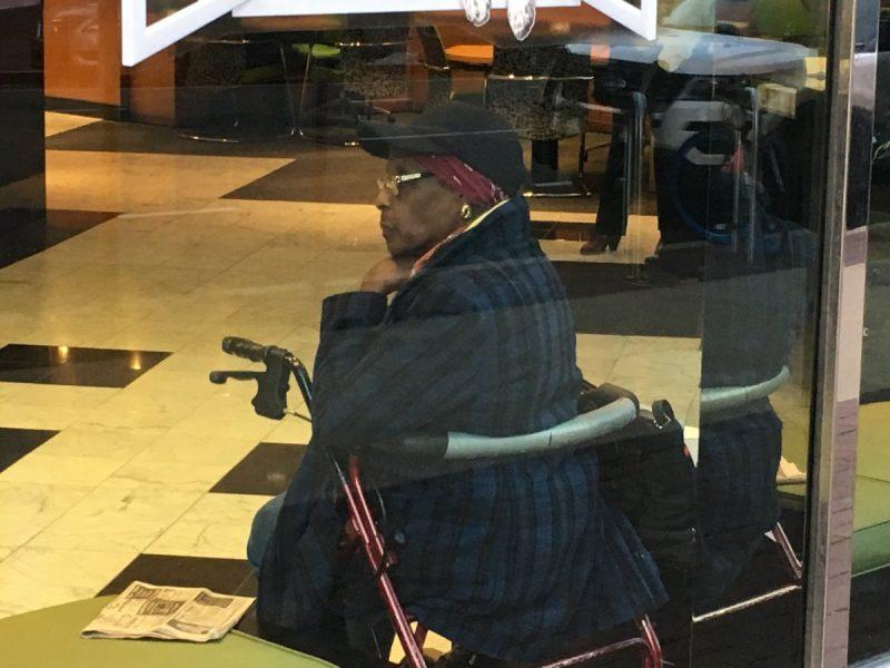 Пенсионерка в США решила, что банк обсчитал ее на 400 долларов и вернулась туда с револьвером