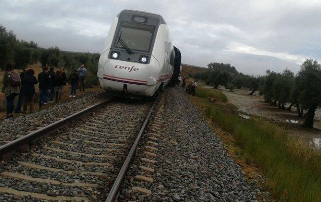 В Испании поезд сошел с рельсов: количество пострадавших продолжает расти