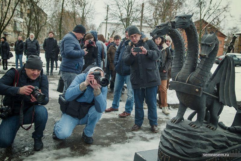 Монументальный бум в РФ продолжается: в Костроме открыли памятник свободе в виде Змея Горыныча
