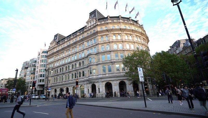 Райские отступные: сделку по обмену части КЖРК на два элитных здания в центре Лондона Коломойский и Боголюбов провели с Пинчуком через оффшоры
