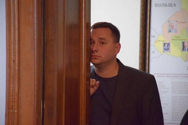 Максименко написал заявление об увольнении с должности начальника Службы автодорог Николаевской области.  Готов остаться, если области вернут 100 млн.грн.  на дороги