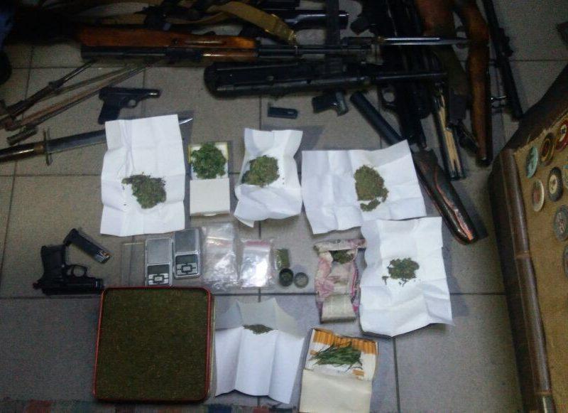 Сам делал, сам продавал. СБУ в Николаеве изъяли оружие и наркотики у местного жителя