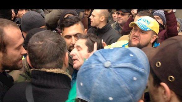 """""""Наконец-то мы до тебя добрались"""", – в Киеве неизвестные избили советника министра МВД Шкиряка"""