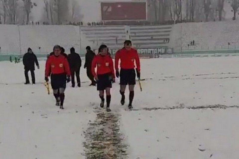 Во Львове из-за сильного снегопада прервали матч премьер-лиги «Карпаты» – «Олимпик»