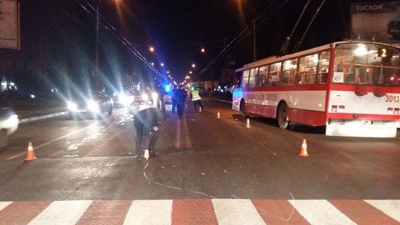 Николаевский горсовет выделит 35 тысяч гривен сбитым на пешеходном переходе матери с 3-летней девочкой