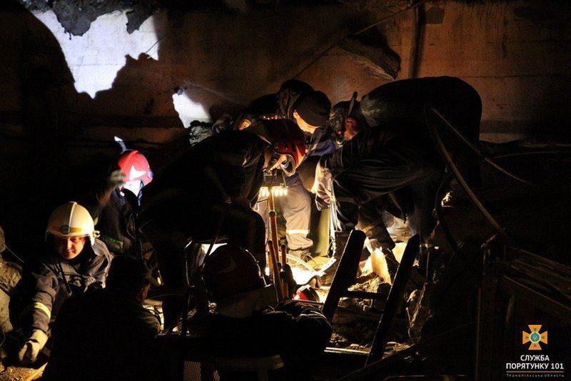 В Тернополе на заводе произошел взрыв: оказавшегося под завалами работника освободили