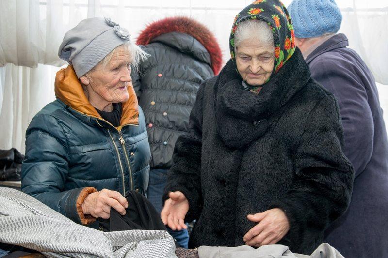 Тяжелое время. В Николаеве волонтеры помогли малоимущим утеплиться к зиме