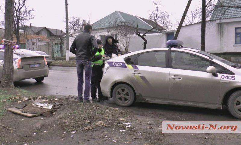 В центре Николаева пьяный таксист устроил ДТП, пытался сбежать, но уснул прямо в авто