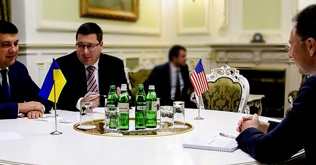 """Шпион при премьере. Ежов 2 года продвигал """"русский мир"""" на международных встречах самого высокого уровня"""
