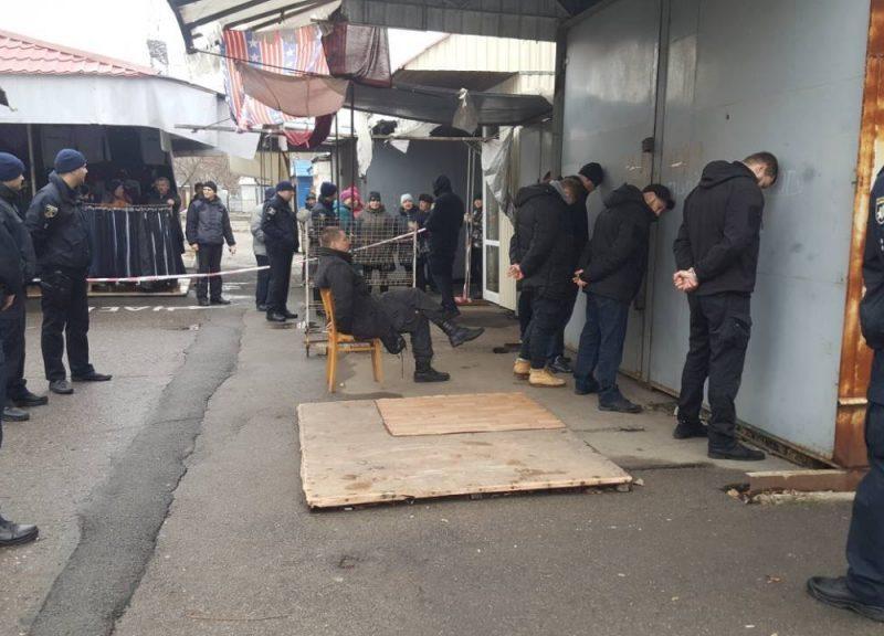В Николаеве Апелляционный суд оставил в СИЗО трех участников нападения на рынок