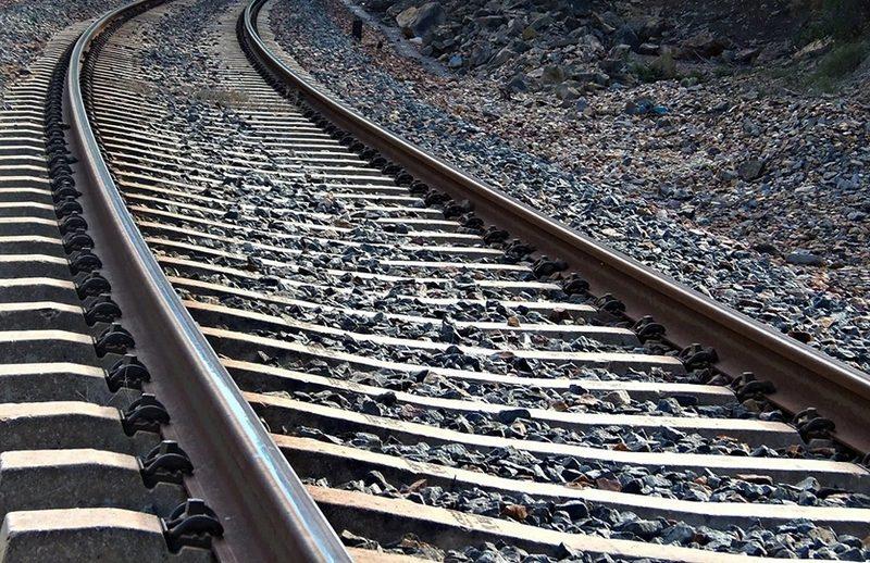 На Николаевщине пригородный поезд задавил мужчину